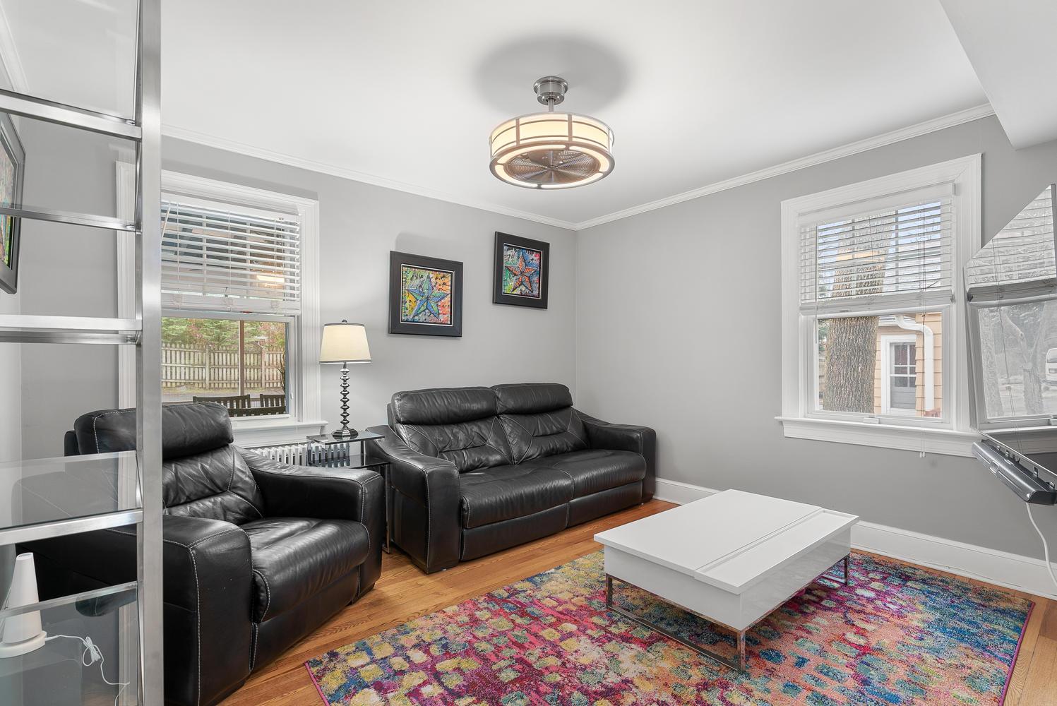 9111 Louis Ave-large-023-014-Interior-1498×1000-72dpi