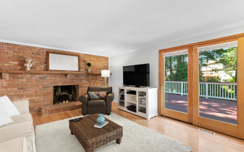 1201 Goth Ln-015-038-Family Room-MLS_Size