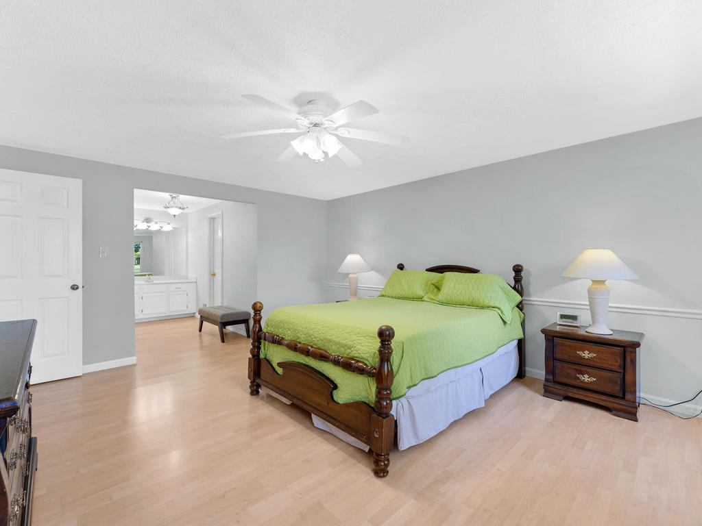 1201 Goth Ln-031-017-Master Bedroom-MLS_Size