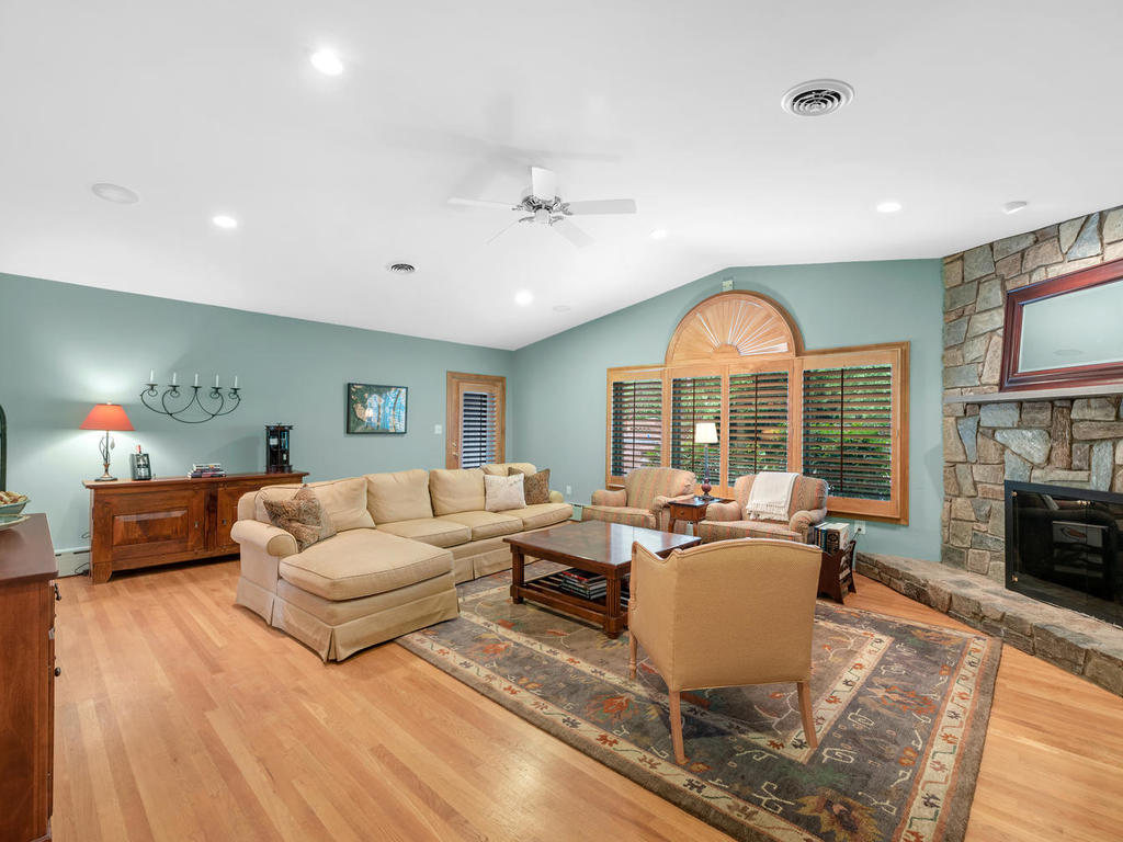 337 Vierling Dr-013-020-Interior-MLS_Size