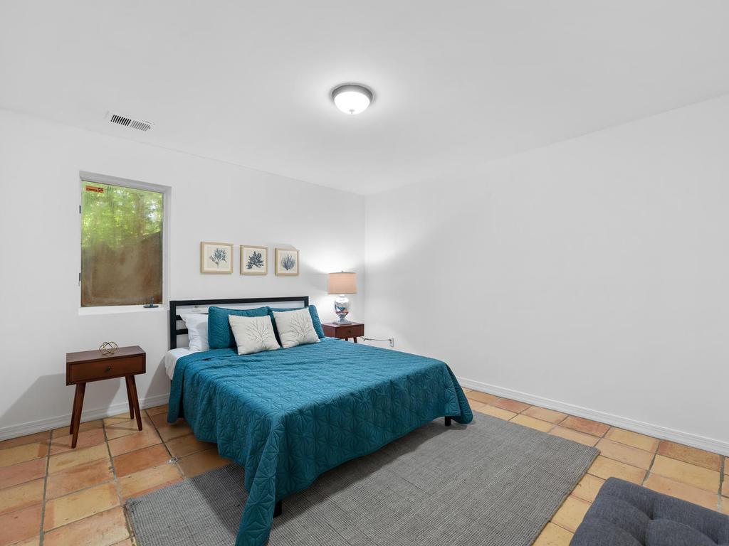 8215 Sligo Creek Pkwy-031-007-Interior-MLS_Size