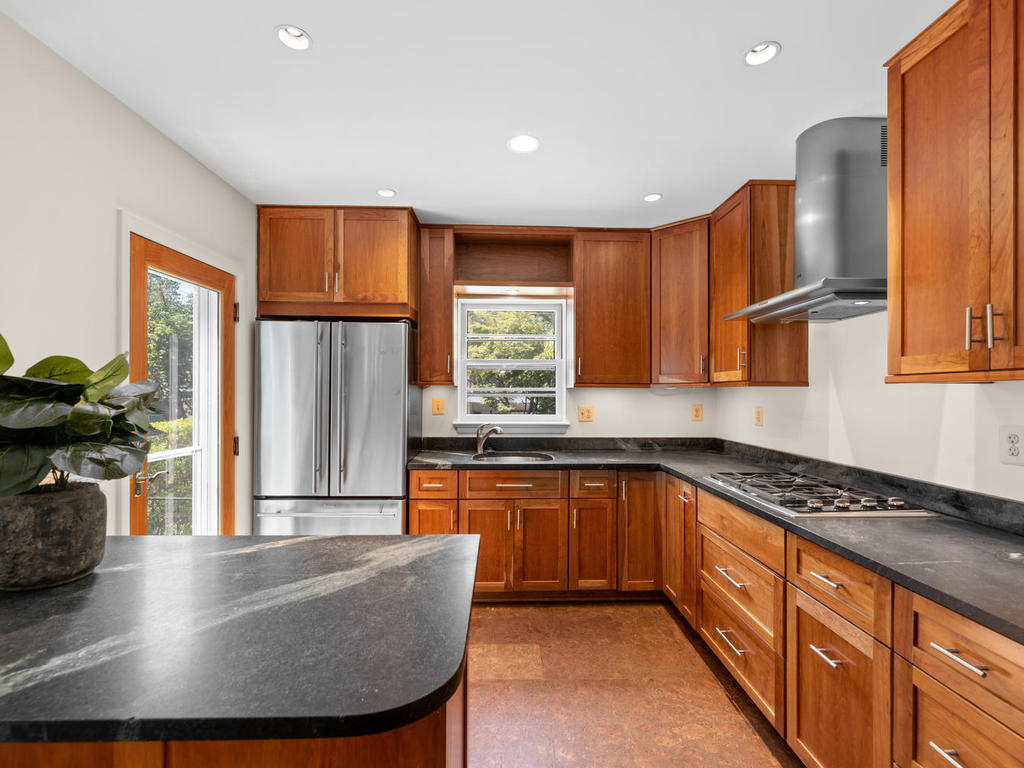 9917 Capitol View Ave-016-019-Interior-MLS_Size