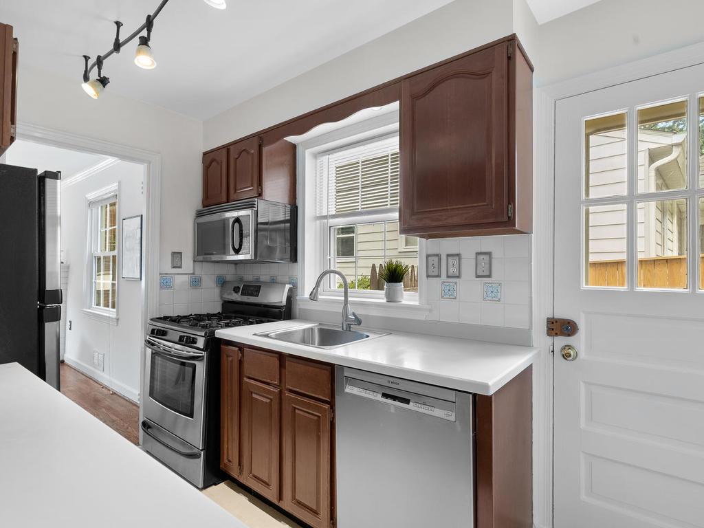 205 Whitmoor Terrace-017-017-Interior-MLS_Size