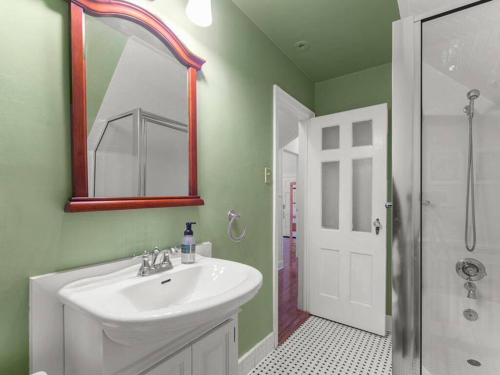 5 Hilltop Rd-026-031-Interior-MLS_Size