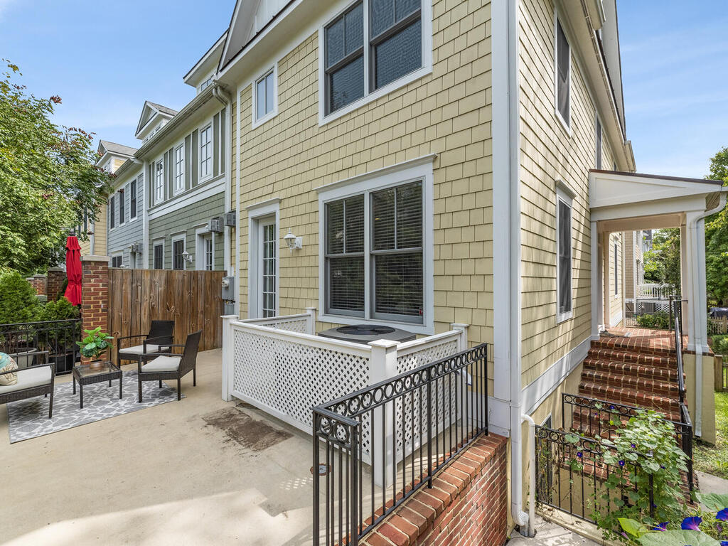 8912 Courts Way-045-014-Exterior-MLS_Size