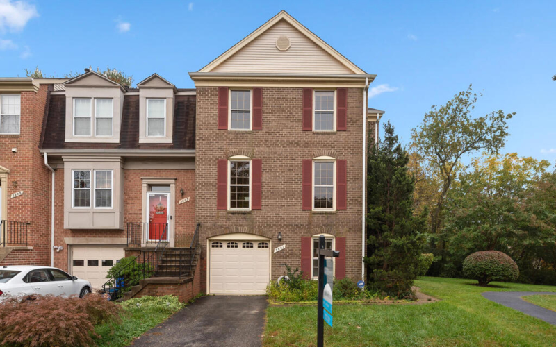 2801 Strauss Terrace-001-018-Exterior-MLS_Size