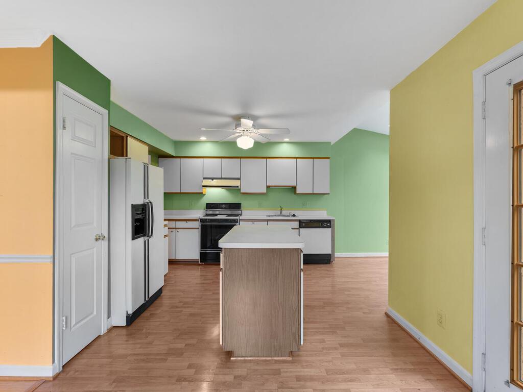 2801 Strauss Terrace-011-013-Interior-MLS_Size