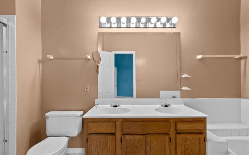 2801 Strauss Terrace-026-028-Interior-MLS_Size