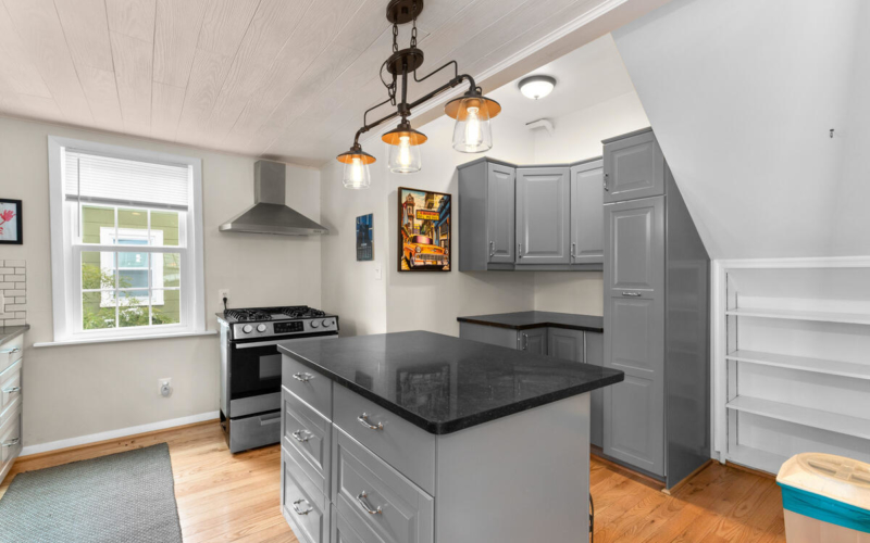 725 Silver Spring Ave-019-009-Interior-MLS_Size