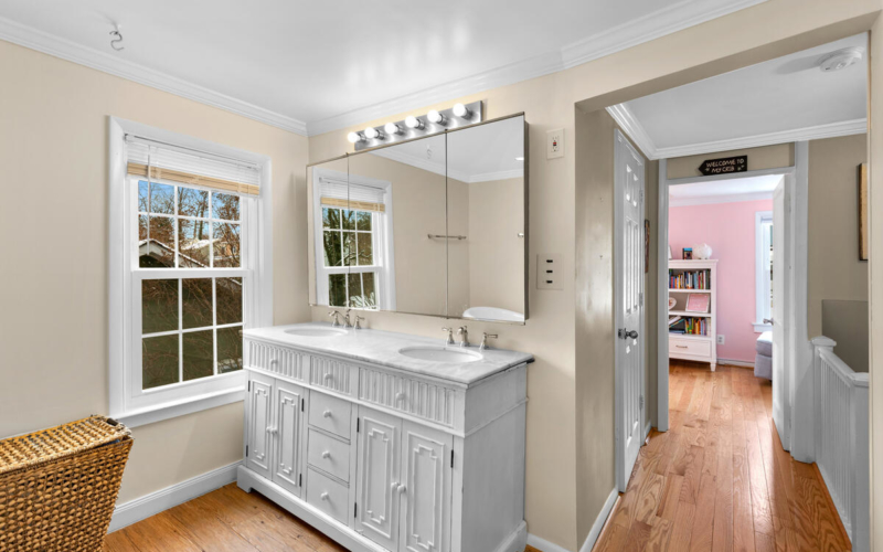 725 Silver Spring Ave-033-022-Interior-MLS_Size