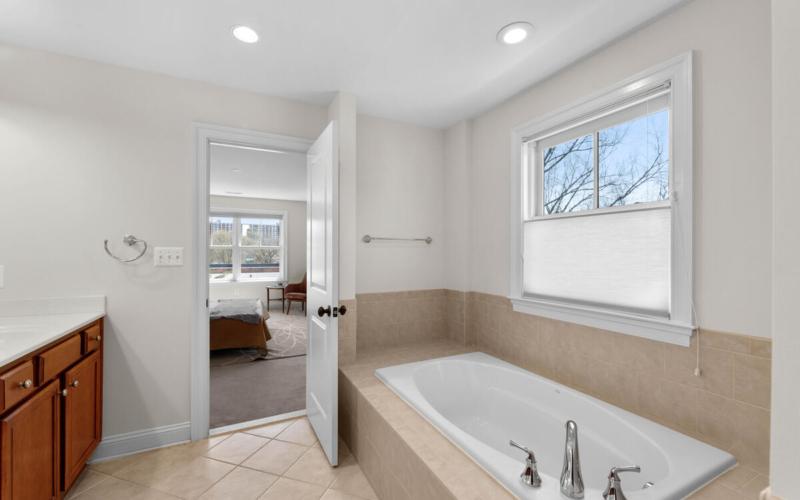 8803 Courts Way-028-033-Interior-MLS_Size