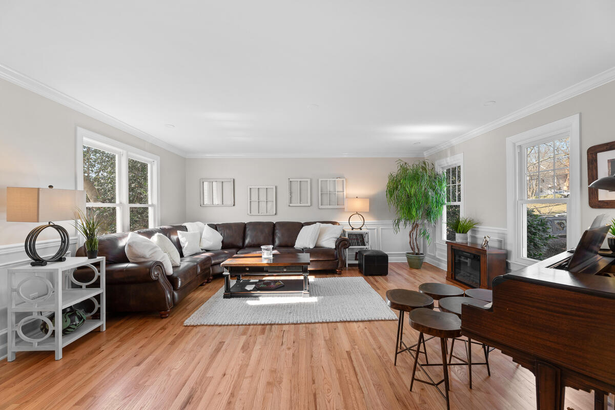 8904 1st Ave-012-014-Interior-MLS_Size