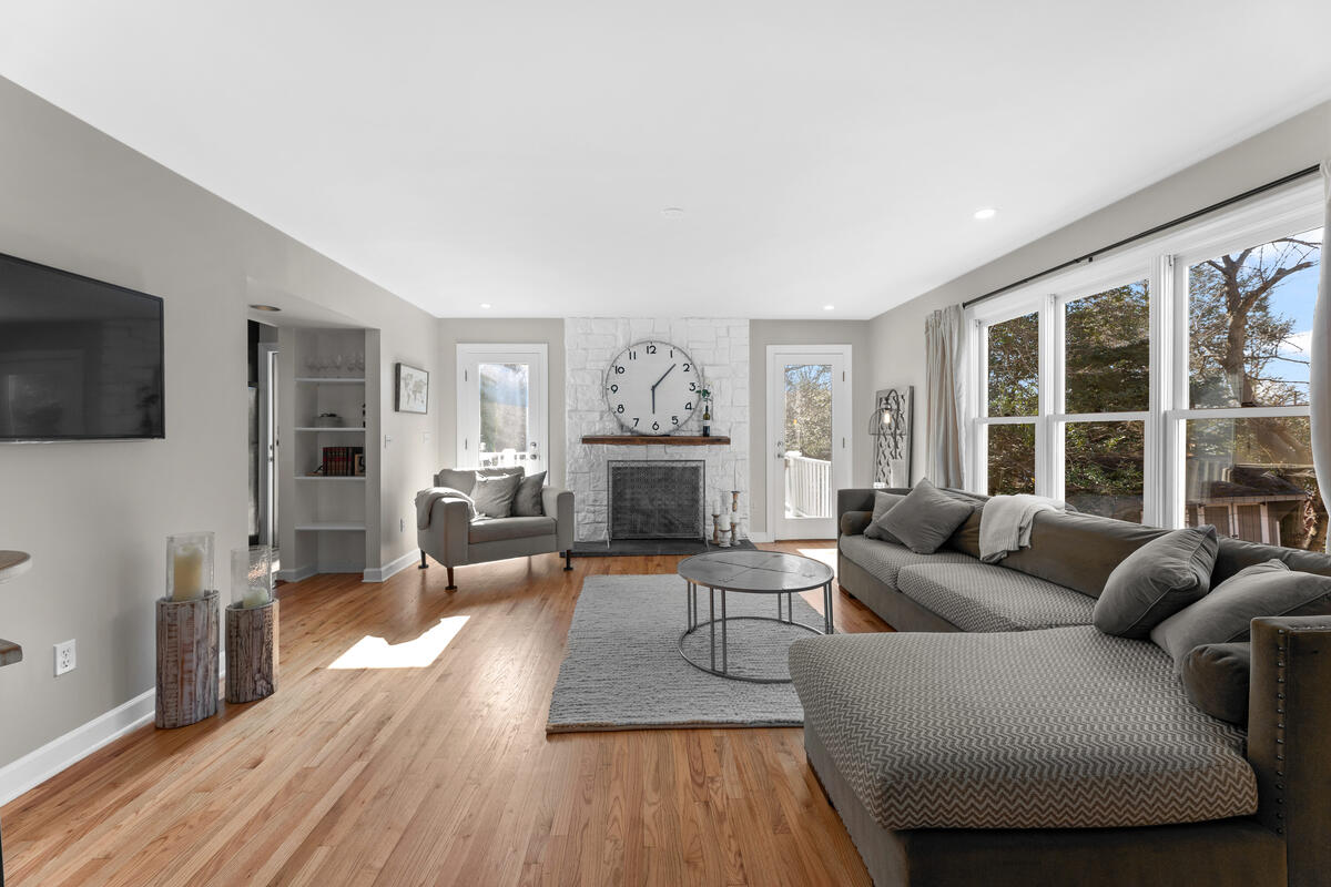 8904 1st Ave-018-052-Interior-MLS_Size