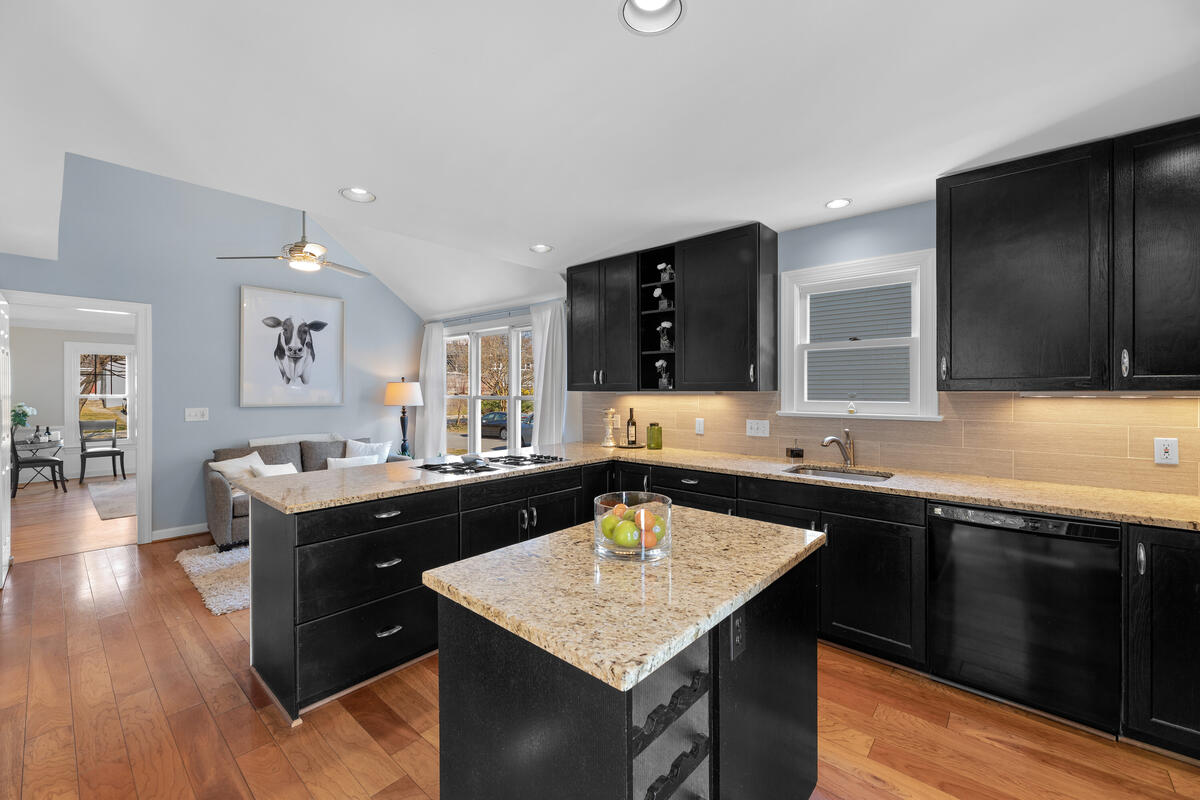 8904 1st Ave-028-046-Interior-MLS_Size