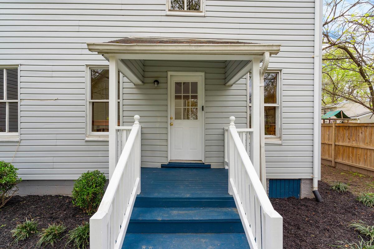 4105 Crittenden St-005-033-Exterior-MLS_Size