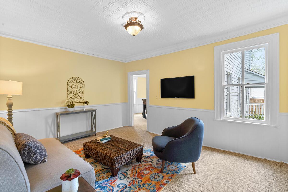 4105 Crittenden St-013-008-Interior-MLS_Size