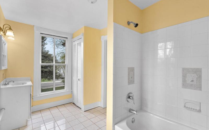 4105 Crittenden St-035-029-Interior-MLS_Size