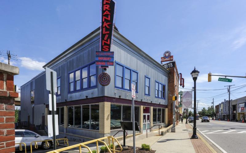 Exterior-Amenity-Franklins-Amenity-Franklins Restaurant-_0004141