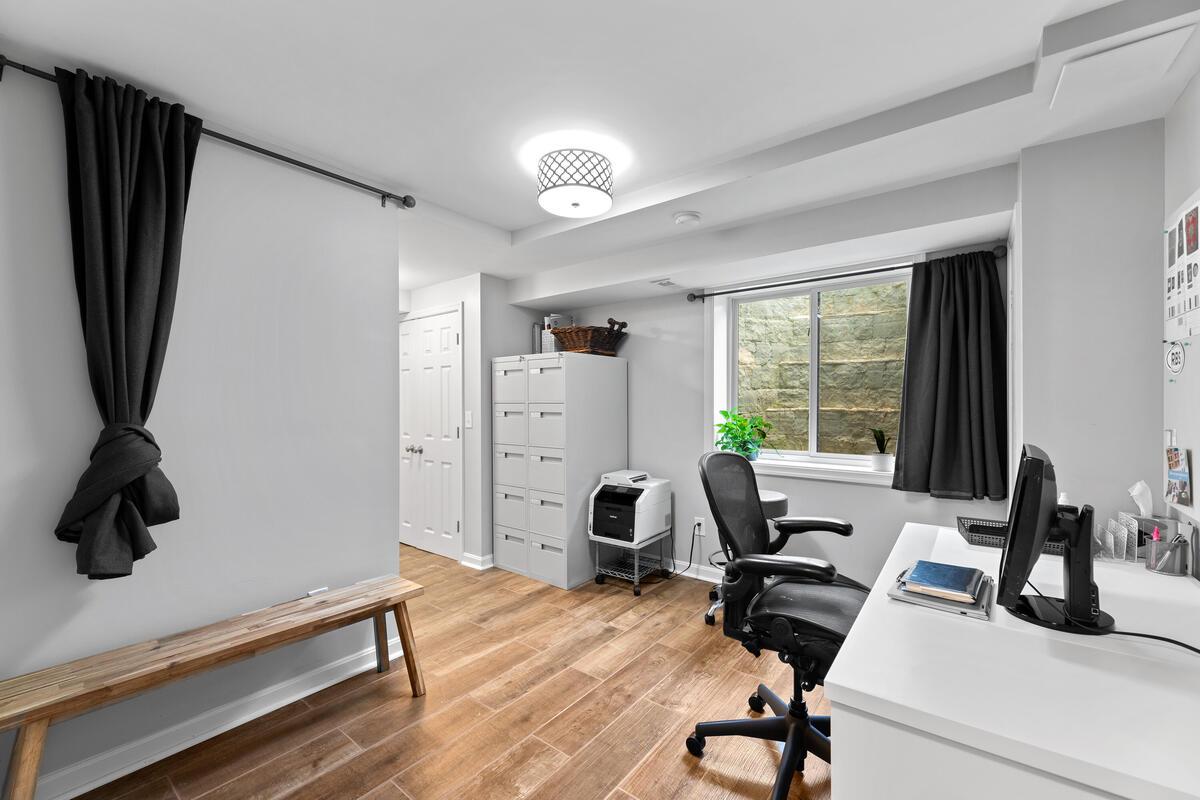 1403 Woodman Ave-038-010-Interior-MLS_Size