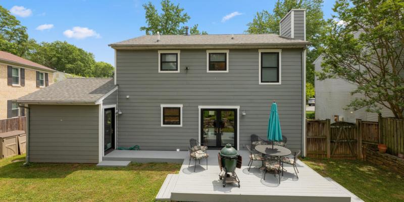 1403 Woodman Ave-042-023-Exterior-MLS_Size