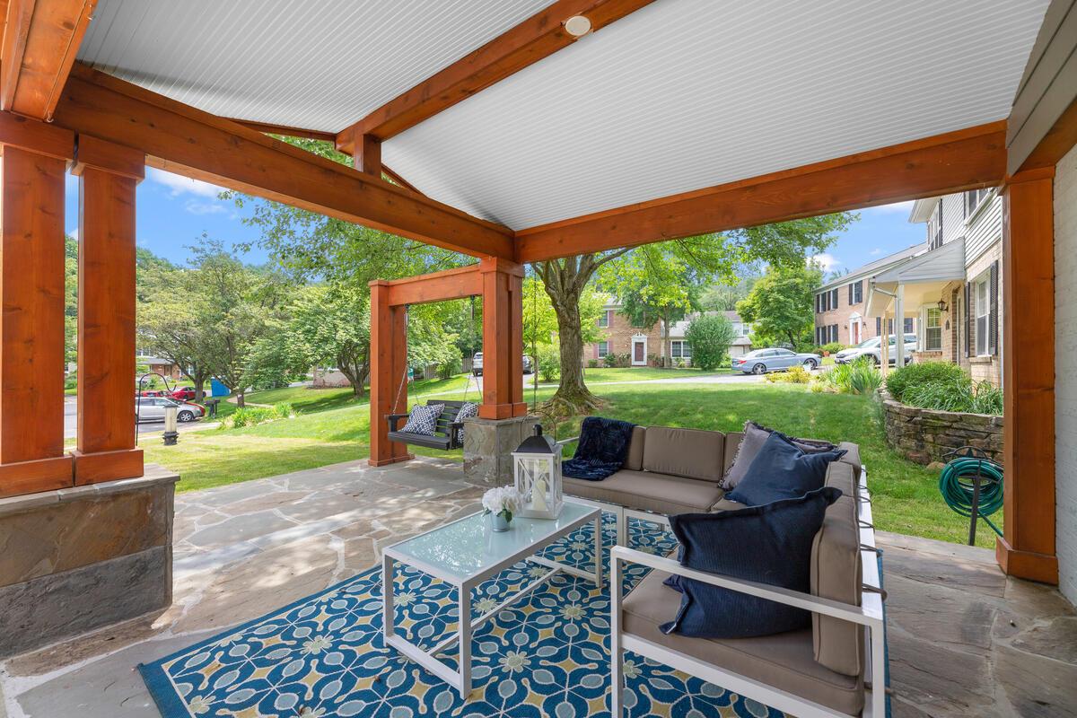 1403 Woodman Ave-045-015-Exterior-MLS_Size