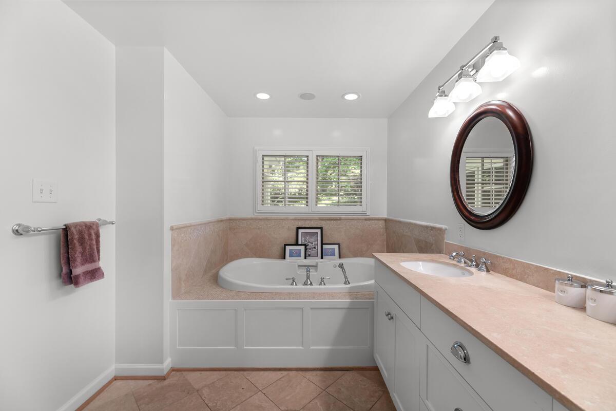 7002 Poplar Ave-052-052-Interior-MLS_Size
