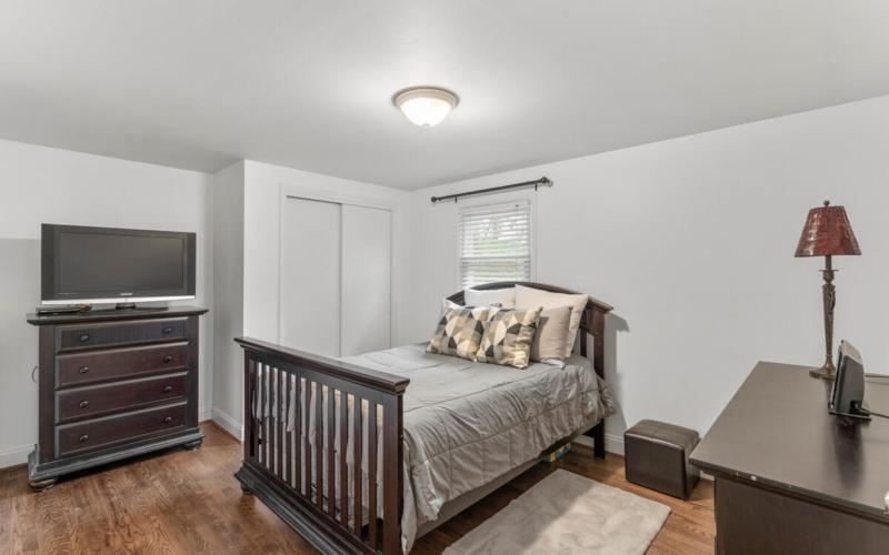 9811 Dallas Ave-026-028-Interior-MLS_Size