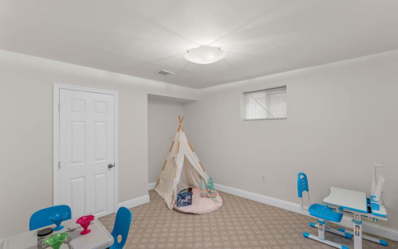 9811 Dallas Ave-035-010-Interior-MLS_Size