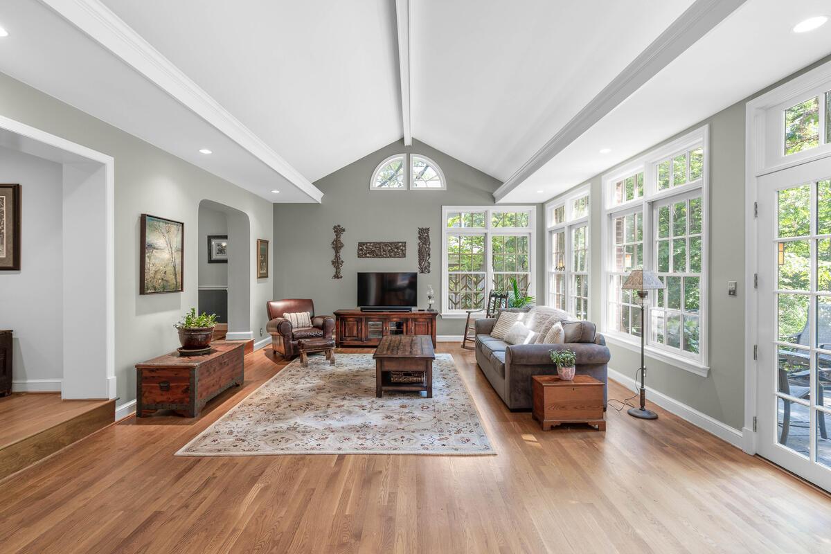 306 Windsor St-021-086-Interior-MLS_Size