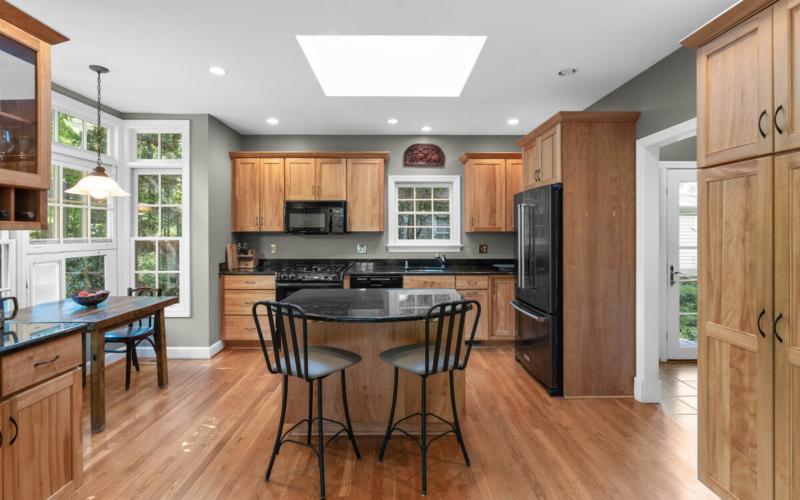 306 Windsor St-025-071-Interior-MLS_Size
