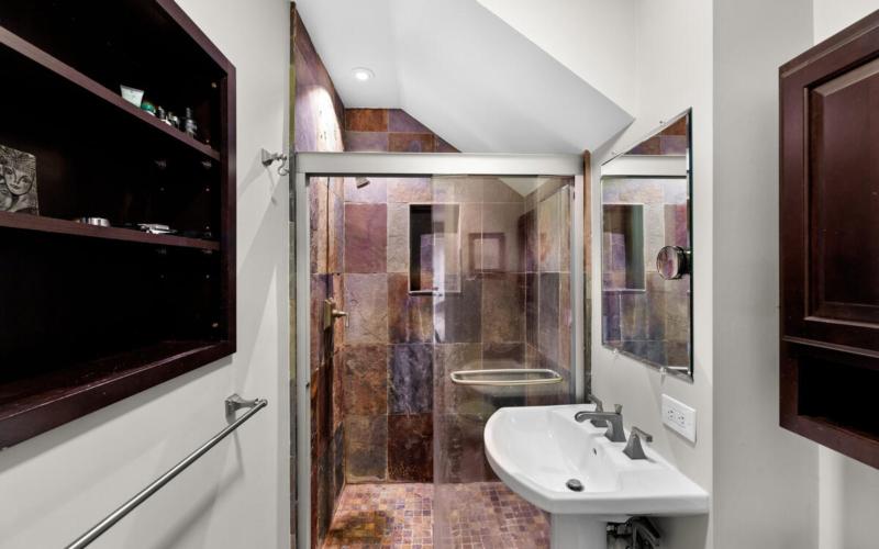 306 Windsor St-044-023-Interior-MLS_Size