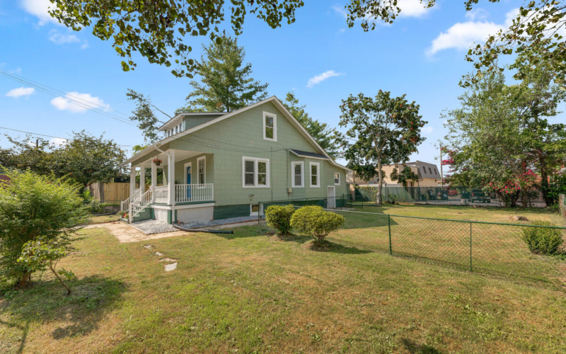 4504 Riverdale Rd-047-035-Exterior-MLS_Size