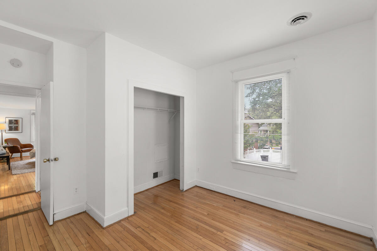5712 40th Pl-026-001-Interior-MLS_Size
