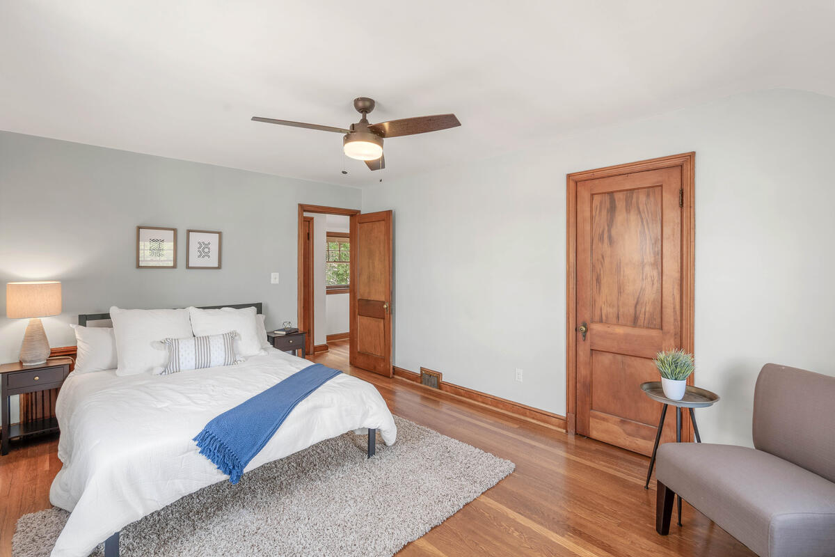 6213 42nd Ave-028-024-Interior-MLS_Size