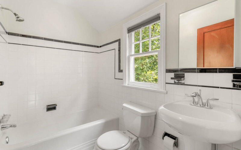 6213 42nd Ave-029-023-Interior-MLS_Size