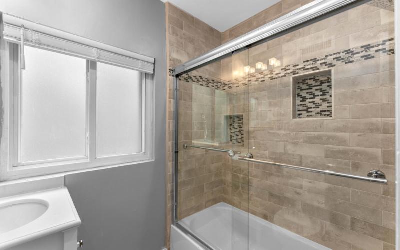 8608 Jones Mill Rd-large-030-007-Interior-1500×1000-72dpi