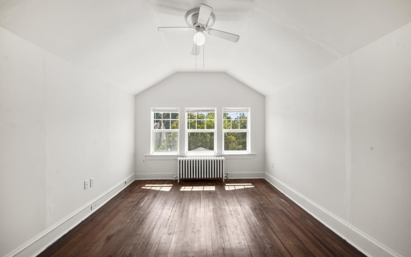 1600 Newton St NE-large-031-025-Interior-1500×1000-72dpi
