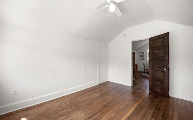 1600 Newton St NE-large-032-032-Interior-1500×1000-72dpi