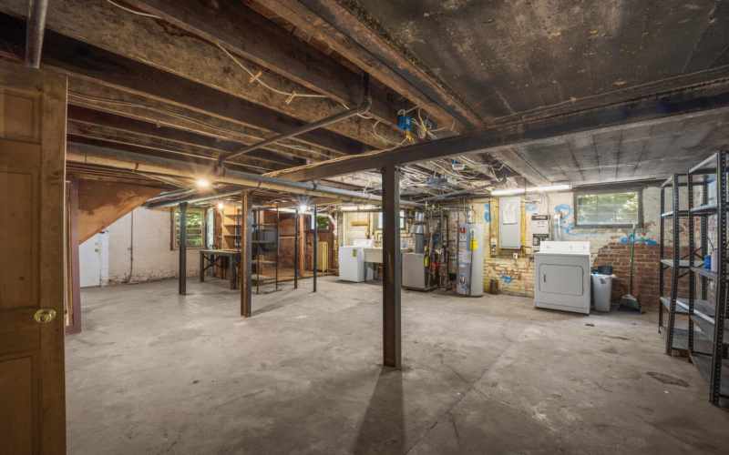 1600 Newton St NE-large-040-004-Interior-1500×1000-72dpi