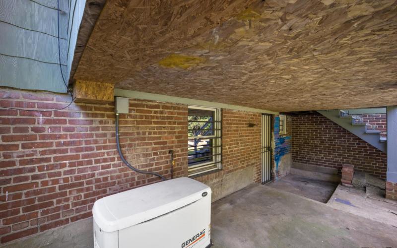 1600 Newton St NE-large-047-035-Exterior-1500×1000-72dpi