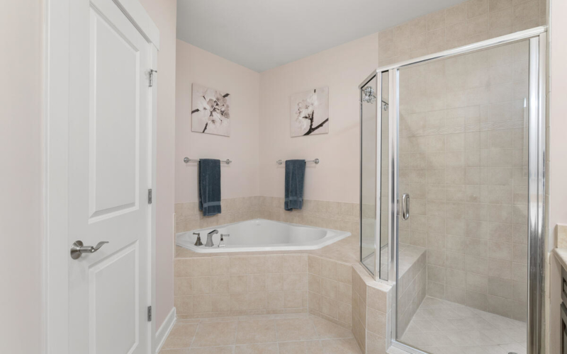 2738 Linden Ln-037-033-Interior-MLS_Size