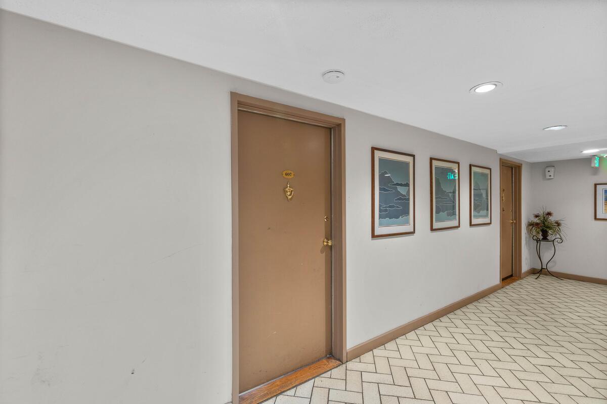 10850 Green Mountain Cir-008-035-Interior-MLS_Size