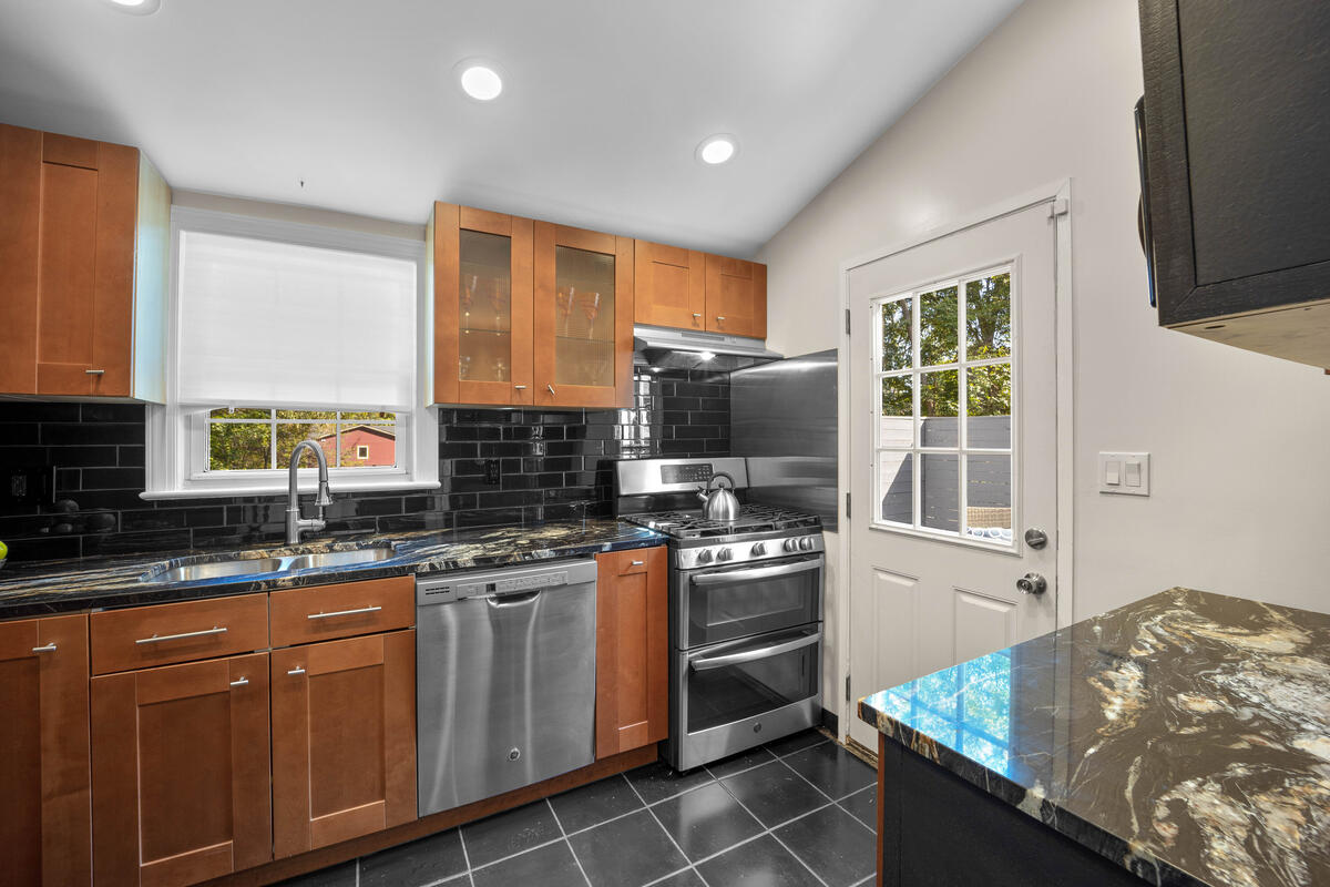 3914 Livingston St-017-007-Interior-MLS_Size