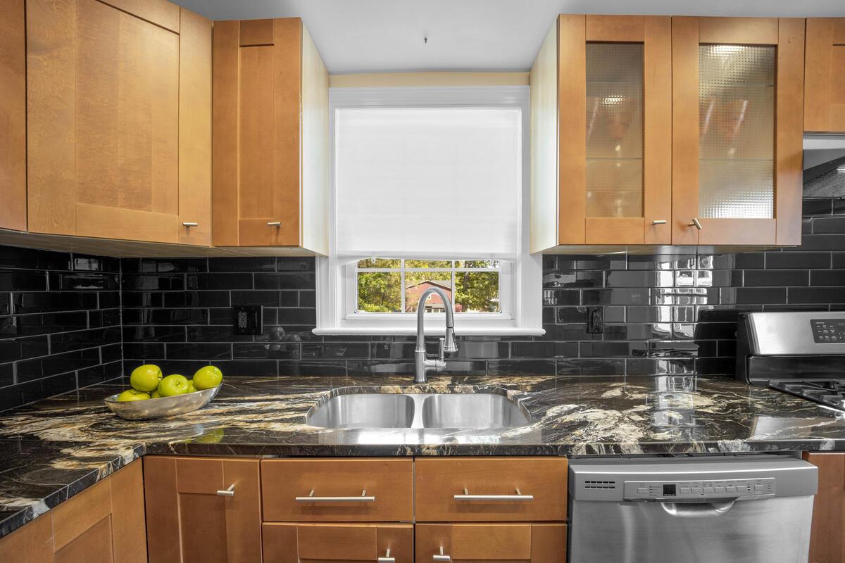 3914 Livingston St-020-015-Interior-MLS_Size