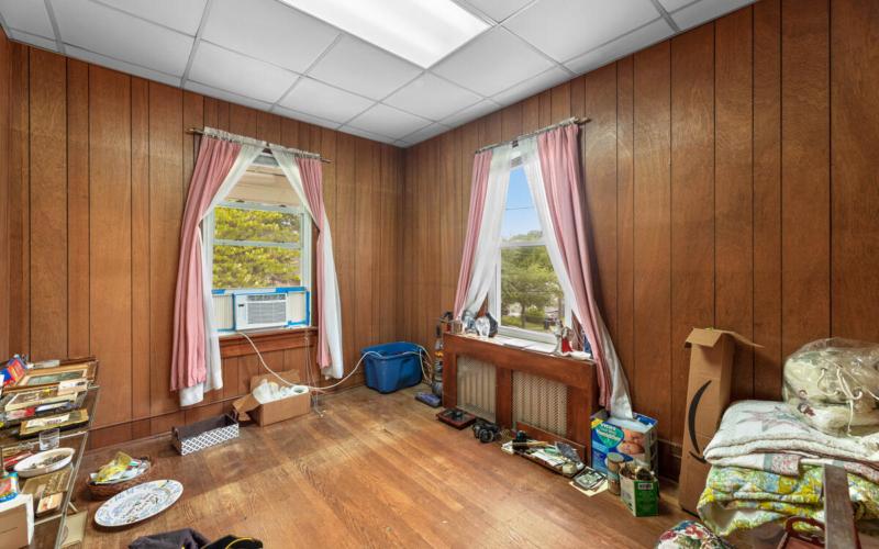 4111 32nd St-013-005-Interior-MLS_Size