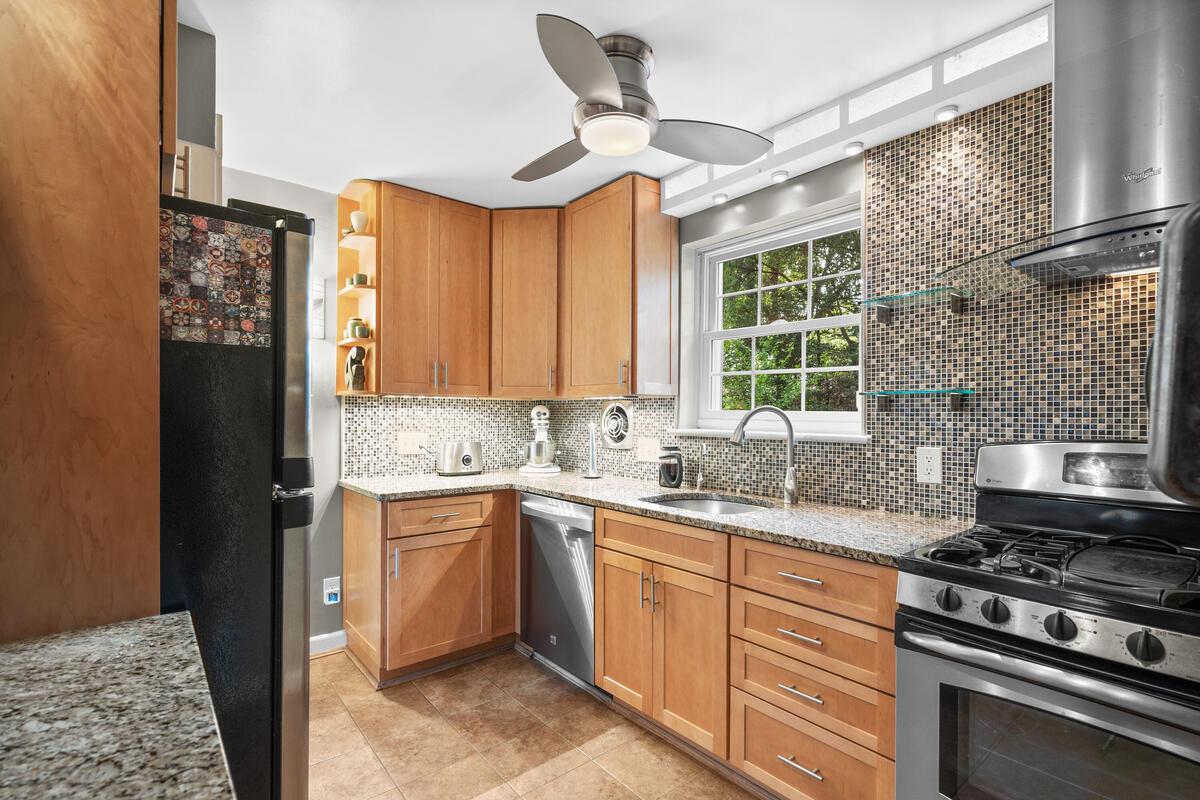 420 Deerfield Ave-021-014-Interior-MLS_Size