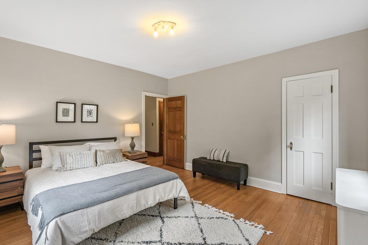 6 Midhurst Rd-013-006-Interior-MLS_Size
