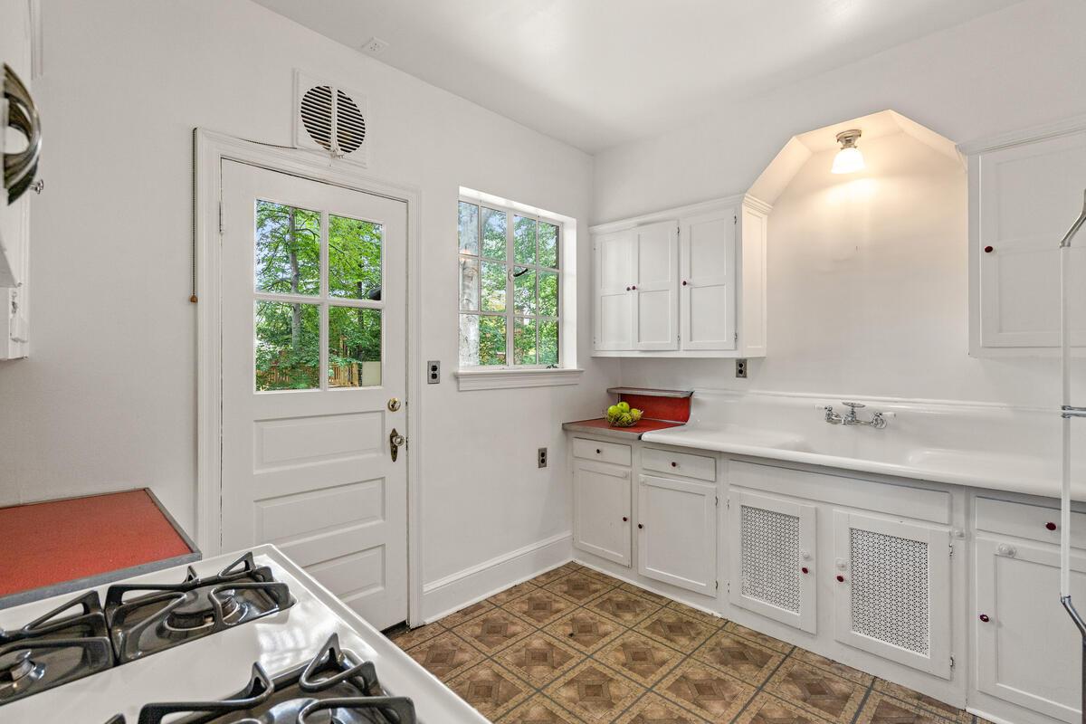 6 Midhurst Rd-023-012-Interior-MLS_Size