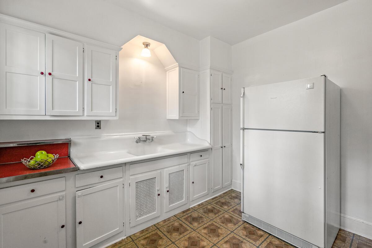 6 Midhurst Rd-024-011-Interior-MLS_Size