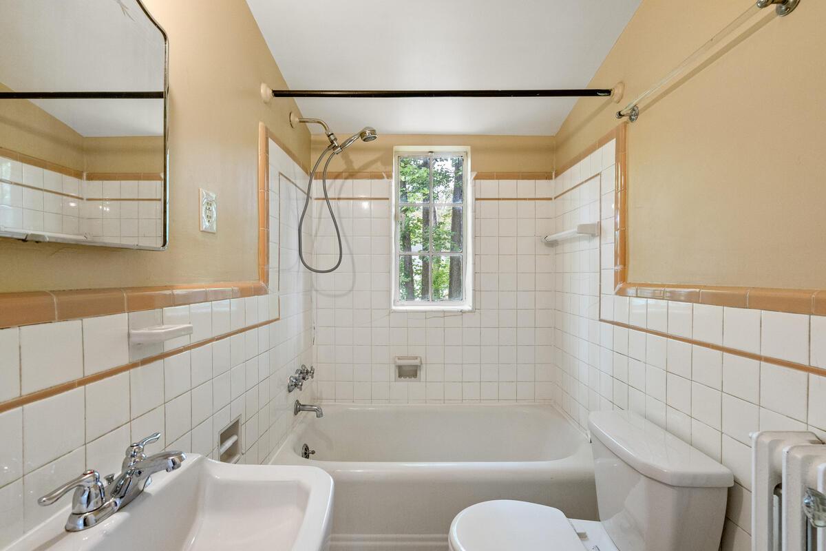 6 Midhurst Rd-040-023-Interior-MLS_Size